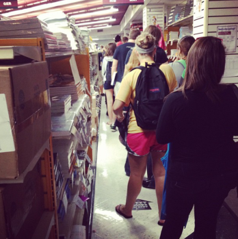 Students line up at the Kean bookstore Photo Credit: Gillian Findley