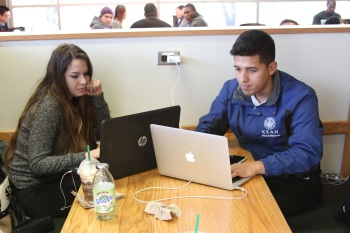 Kean students spending time at the Starbucks on campus. (Credit: Anthony N. Muccigrossi)