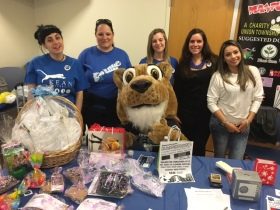 : Students, Kean Mascot and Professor Edgely (second from right) at the prize table. (Photo credit: Bhriana Smith)